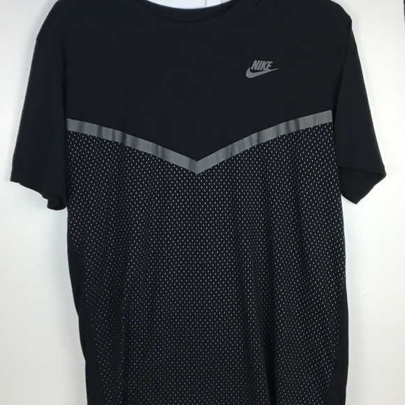 Nike Tee For Men Size M.